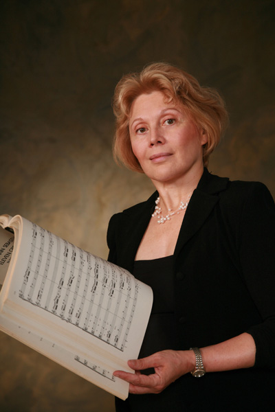Denise Bassen, conductor.  Photo by Michael Polito